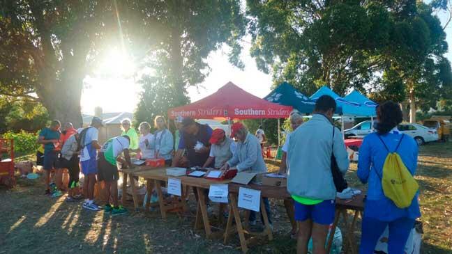 People registering for Tokai Run